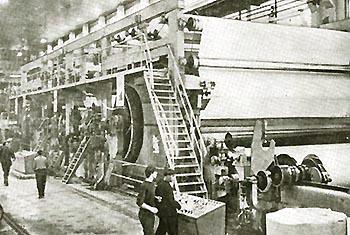 Сыктывкарский лесопромышленный комплекс (ЛПК) 1972. Идет бумажное полотно